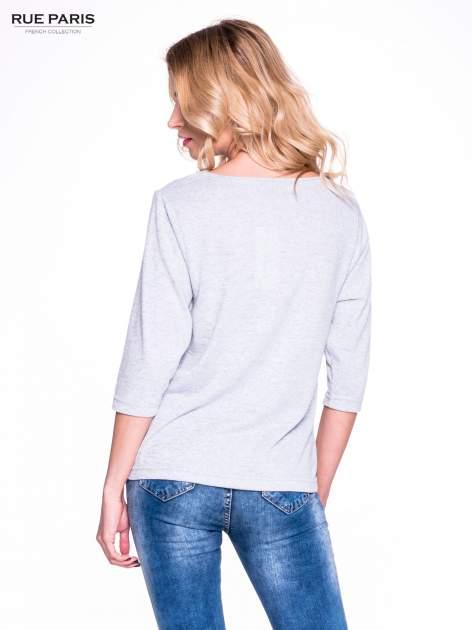 Szary klasyczny sweterek z luźnym rękawkiem 3/4                                  zdj.                                  4