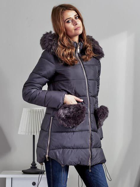 Szary płaszcz z futrzanymi kieszeniami                              zdj.                              5