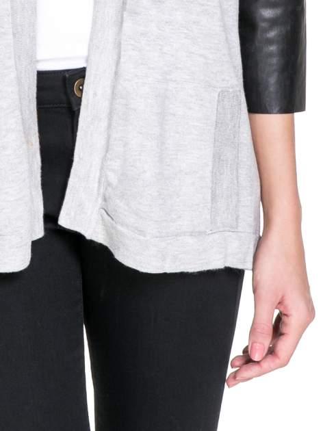 Szary sweter kardigan ze skórzanym rękawami 3/4                                  zdj.                                  6