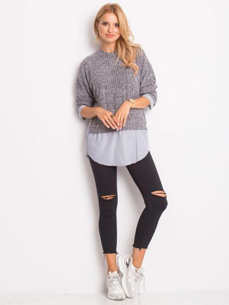Szary sweter melange z koszulą                              zdj.                              4