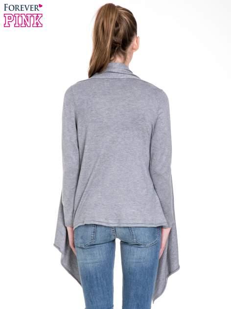 Szary sweter narzutka z kaskadowymi bokami                                  zdj.                                  4