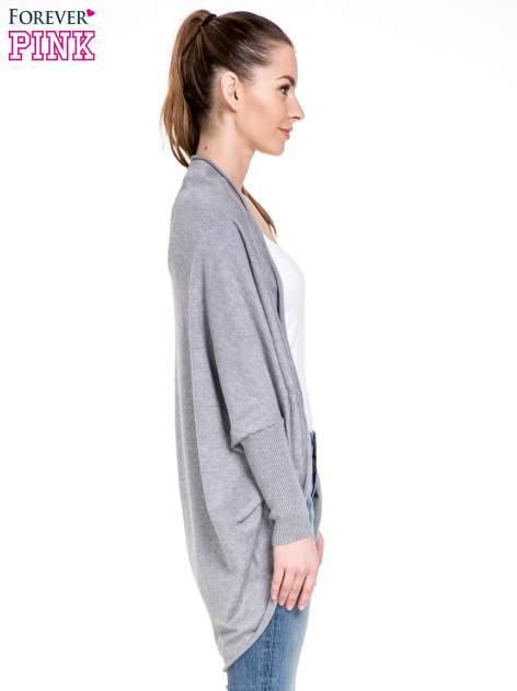 Szary sweter narzutka z nietoperzowymi rękawami                                  zdj.                                  3