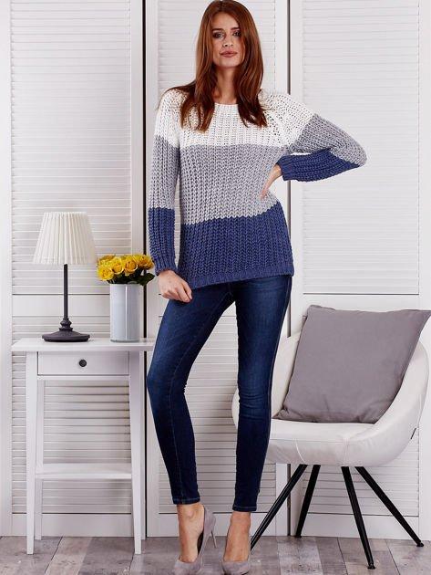 Szary sweter o szerokim splocie                                  zdj.                                  4