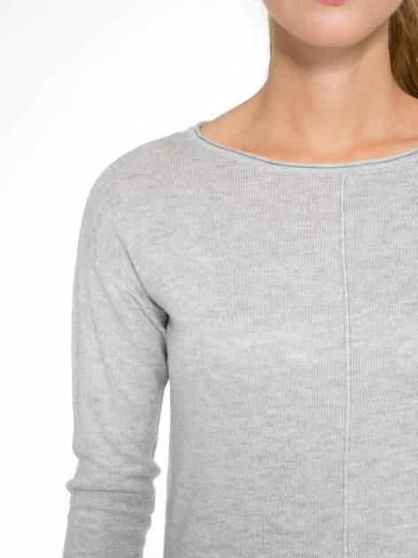 Szary sweter z dłuższym tyłem i rozporkami po bokach                                  zdj.                                  6