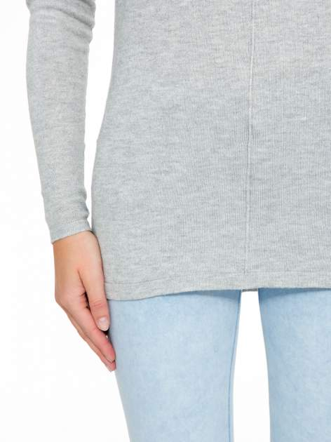 Szary sweter z dłuższym tyłem i rozporkami po bokach                                  zdj.                                  7