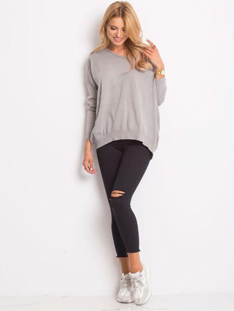 Szary sweter z guzikami z tyłu                              zdj.                              4