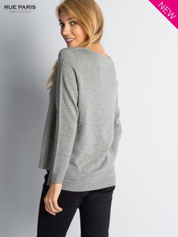 Szary sweter z rozporkami i dłuższym tyłem                                  zdj.                                  5