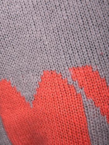 Szary sweter z sercem i napisem YOU                                  zdj.                                  7
