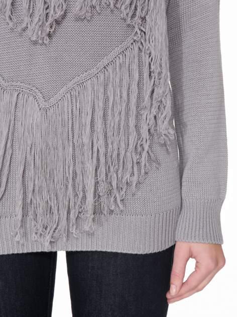 Szary sweter z sercem obszytym frędzlami                                  zdj.                                  6