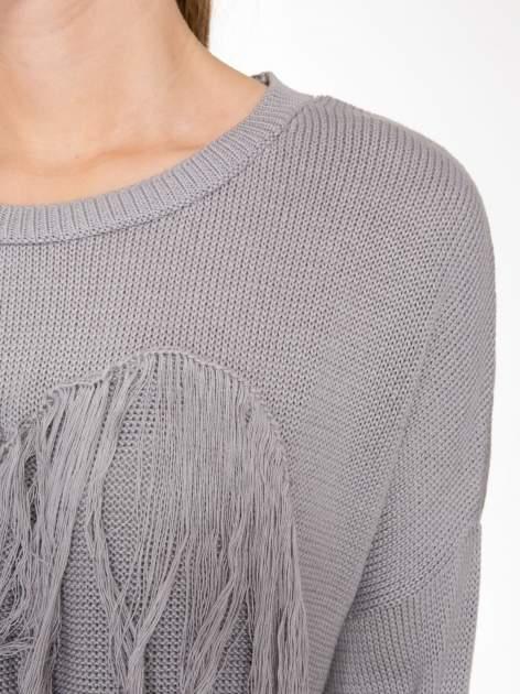 Szary sweter z sercem obszytym frędzlami                                  zdj.                                  7