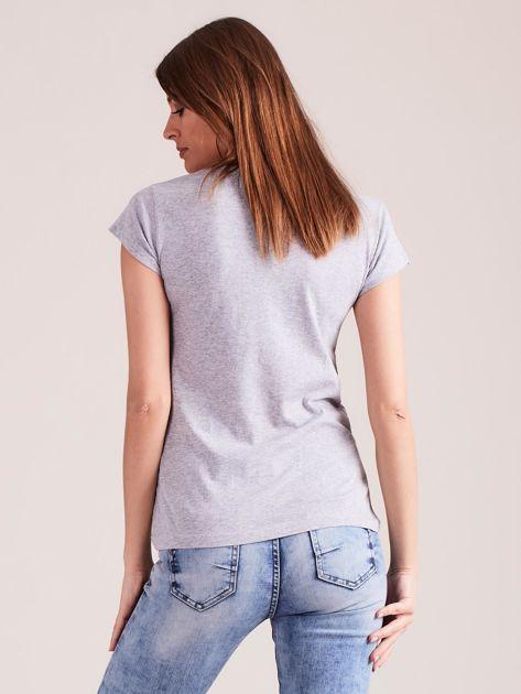 Szary t-shirt damski z nadrukiem                              zdj.                              2