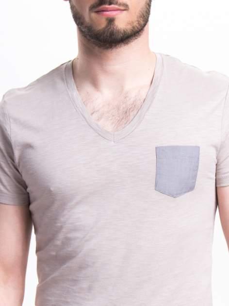 Szary t-shirt męski z kieszonką                                  zdj.                                  4