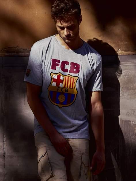 Szary t-shirt męski z motywem FC BARCELONA                                  zdj.                                  13