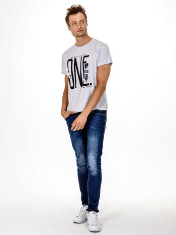 Szary t-shirt męski z nadrukiem i napisem ONE                                  zdj.                                  4