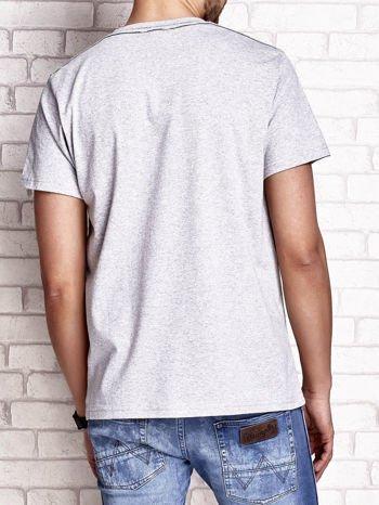 Szary t-shirt męski z napisem RAMOS i nadrukiem                                  zdj.                                  5