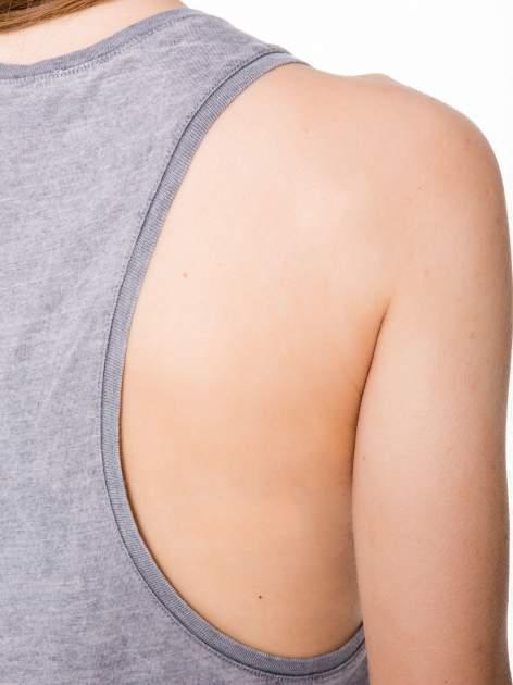 Szary t-shirt typu bokserka z nadrukiem orła i dżetami                                  zdj.                                  7