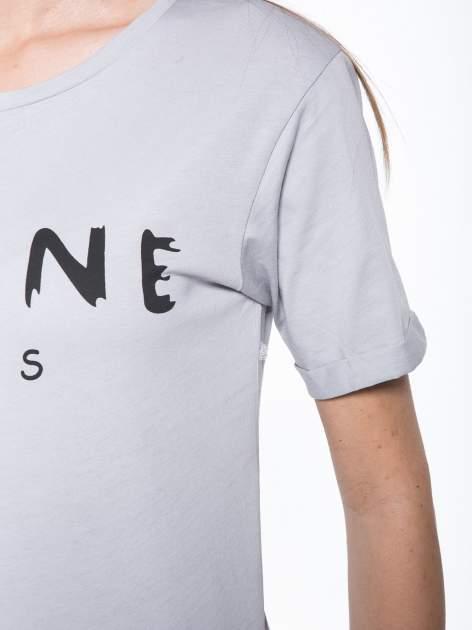 Szary t-shirt z modowym napisem CÉLINE PARIS                                  zdj.                                  7