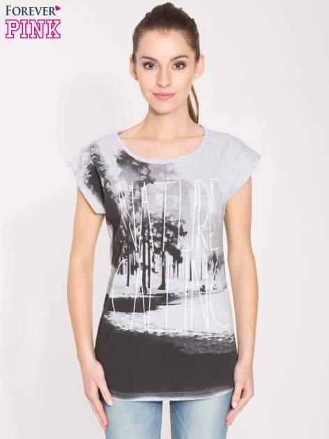 Szary t-shirt z nadrukiem NATURE                                  zdj.                                  1
