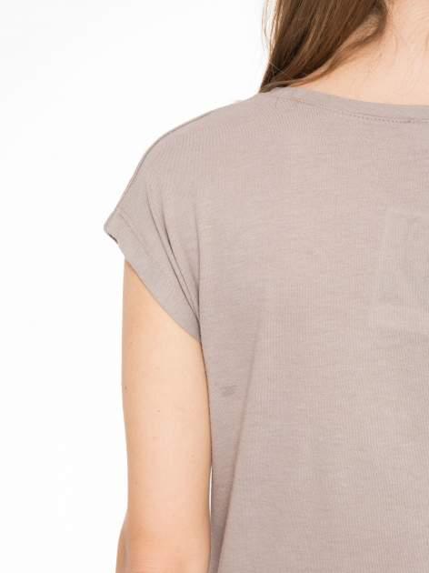 Szary t-shirt z nadrukiem NYC zdobiony dżetami                                  zdj.                                  9