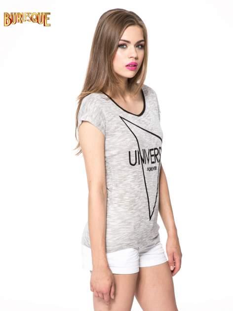 Szary t-shirt z nadrukiem UNIVERSITY FORVER                                  zdj.                                  3