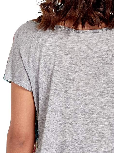 Szary t-shirt z nadrukiem floral print                                  zdj.                                  6