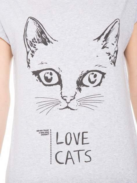 Szary t-shirt z nadrukiem kota i napisem LOVE CATS                                  zdj.                                  5