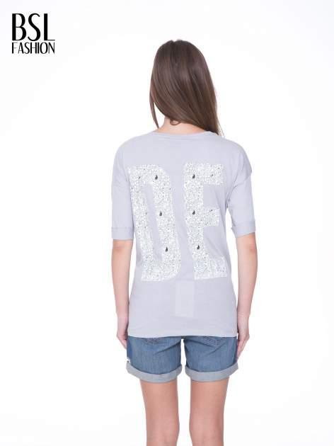 Szary t-shirt z nadukiem DUDE z przodu i na plecach                                  zdj.                                  5