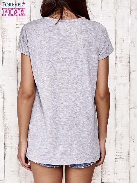 Szary t-shirt z napisem DREAM BIG                                  zdj.                                  4