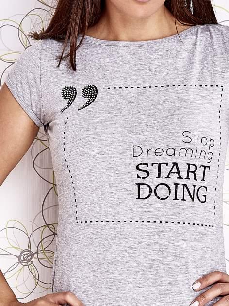 Szary t-shirt z napisem STOP DREAMING START DOING                                  zdj.                                  5