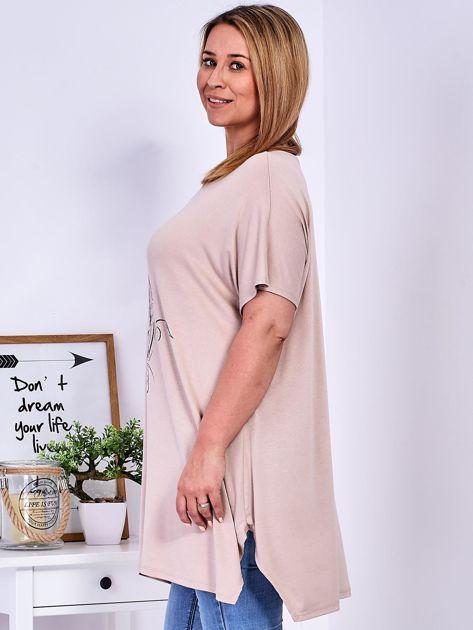 T-shirt beżowy z motywem roślinnym PLUS SIZE                              zdj.                              5