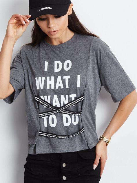 T-shirt ciemnoszary z napisem i graficznymi taśmami                              zdj.                              1