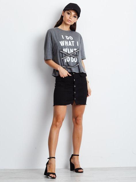 T-shirt ciemnoszary z napisem i graficznymi taśmami                              zdj.                              5