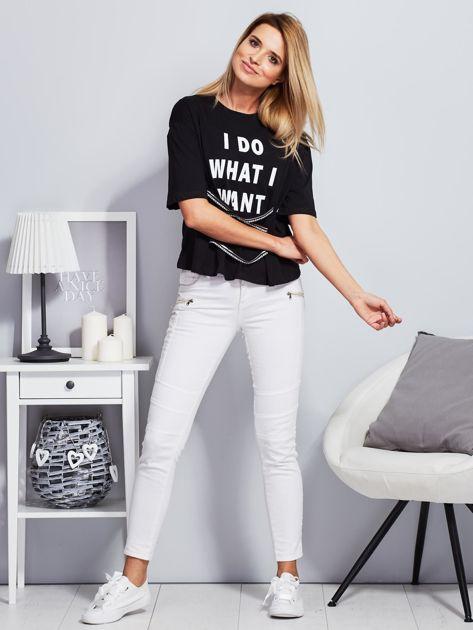 T-shirt czarny z napisem i graficznymi taśmami                                  zdj.                                  4
