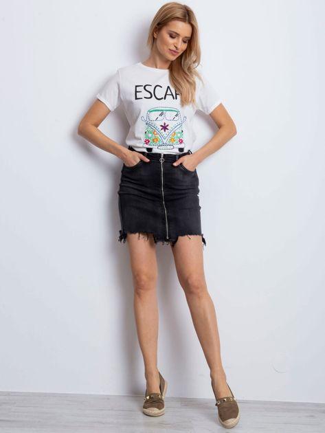 T-shirt ecru z napisem i haftowanym samochodem                              zdj.                              2