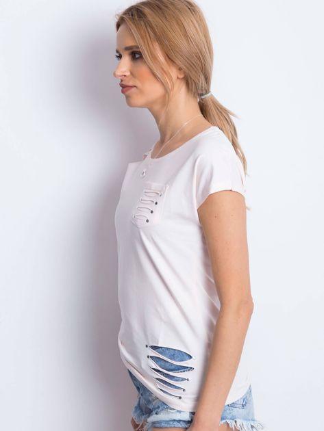 T-shirt jasnobrzoskwiniowy z rozcięciami                              zdj.                              3