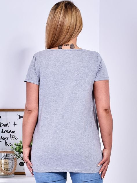 T-shirt jasnoszary z gwiazdą z perełek PLUS SIZE                              zdj.                              2