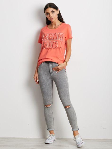 T-shirt pomarańczowy z napisem cut out                              zdj.                              4