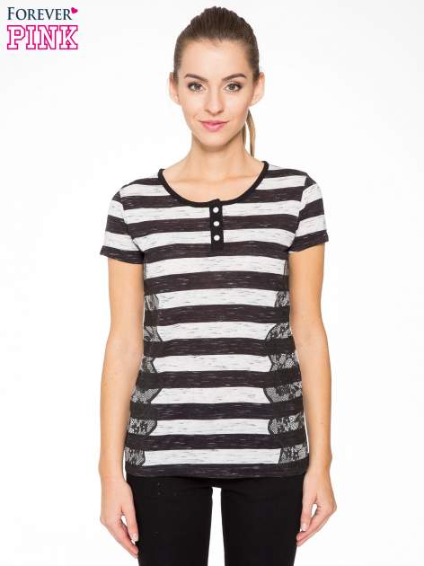 T-shirt w biało-czarne paski z koronkowymi wstawkami                                  zdj.                                  1