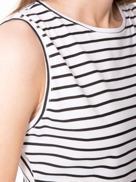 T-shirt w biało-czarne paski z odkrytym tyłem                                  zdj.                                  6