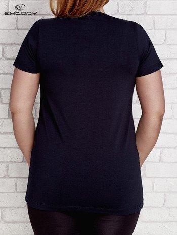 T-shirt z kieszonką granatowy PLUS SIZE