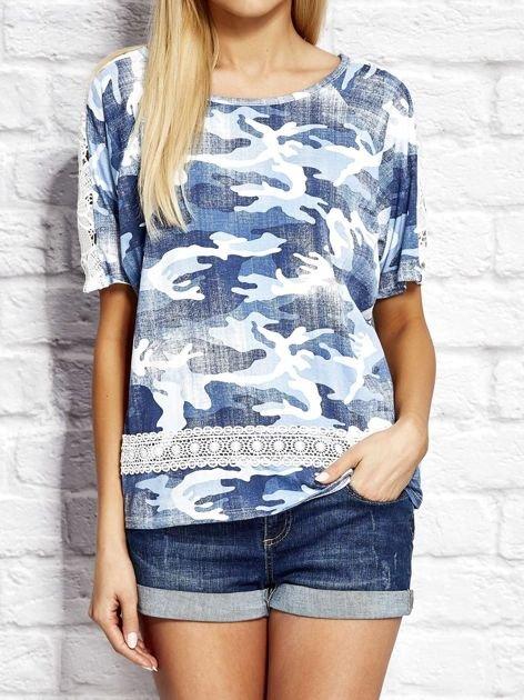 T-shirt z motywem moro niebieski
