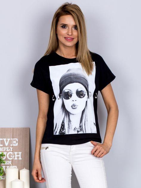 T-shirt z nadrukiem dziewczyny i rozcięciem czarny                              zdj.                              1