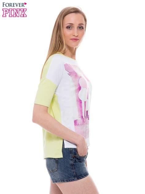 T-shirt z nadrukiem i dłuższym tyłem w zielonym kolorze                                  zdj.                                  2