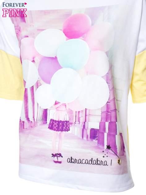 T-shirt z nadrukiem i dłuższym tyłem w żółtym kolorze                                  zdj.                                  4