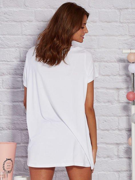 Biała bluzka z napisem                              zdj.                              3