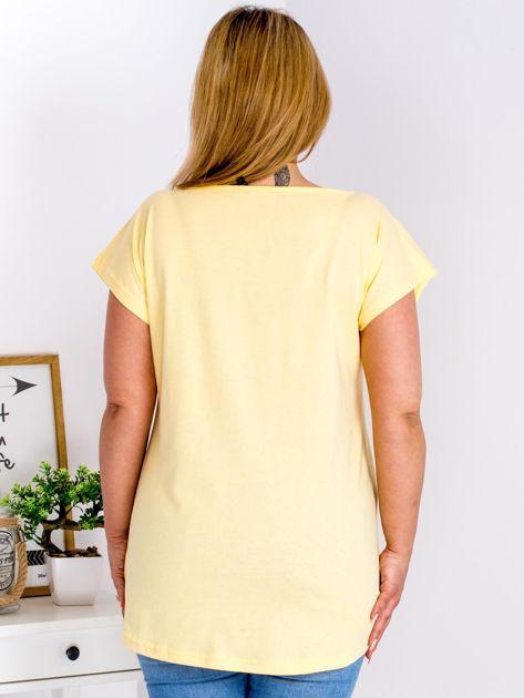 T-shirt żółty z truskawką PLUS SIZE                                  zdj.                                  2