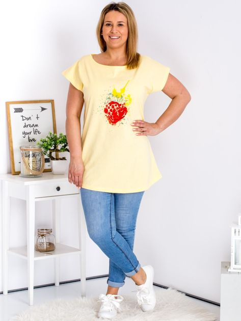 T-shirt żółty z truskawką PLUS SIZE                              zdj.                              4