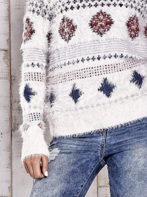 TOM TAILOR Ecru puszysty sweter w azteckie wzory                                  zdj.                                  6