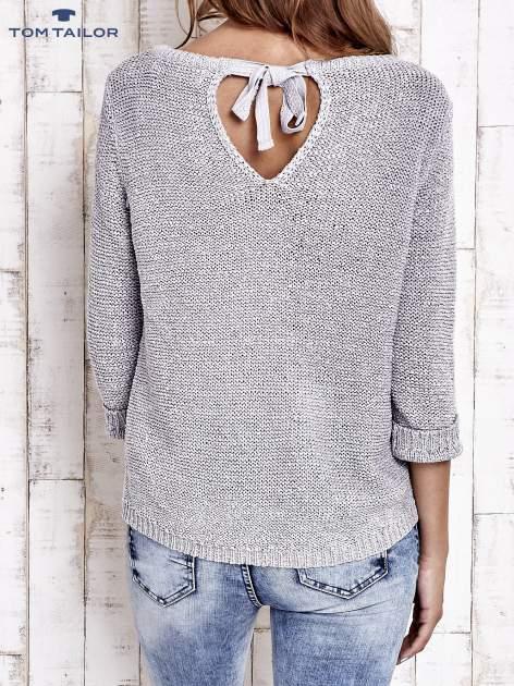 TOM TAILOR Szary sweter z kokardą na plecach                                  zdj.                                  4