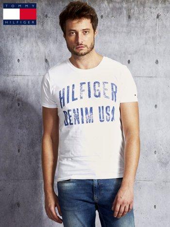 TOMMY HILFIGER Biały t-shirt męski z napisem                               zdj.                              1